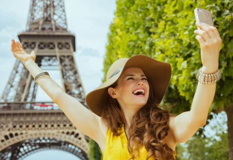 The Eiffel Tower is a very popular landmark for taking dating profile pictures