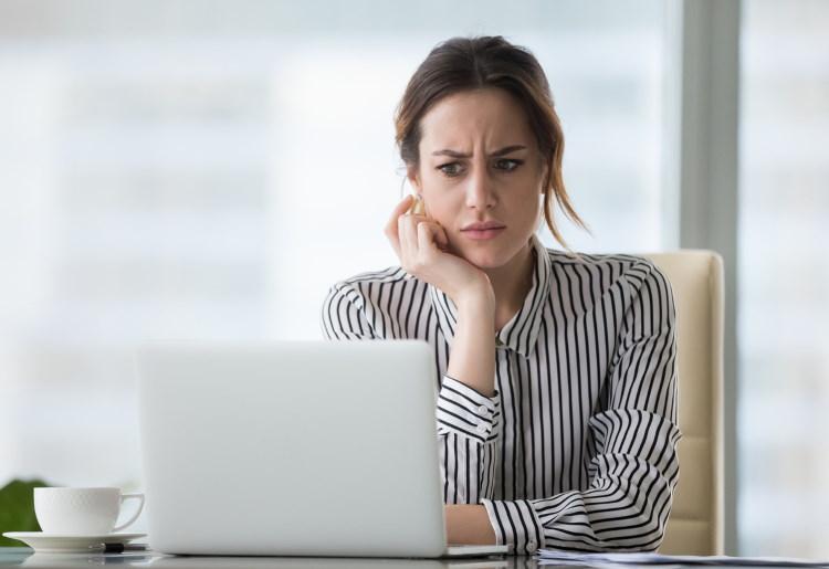 Replicile penibile folosite de bărbați ca să agațe pe site-uri de matrimoniale din România