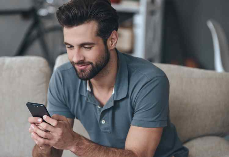 7 Online Dating Hacks for Gay Men