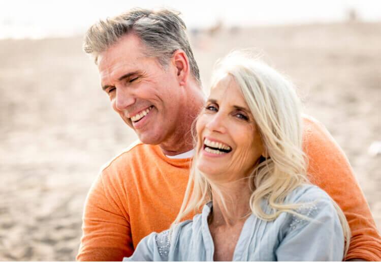 Online Seniorit dating sitesnaimisissa oleva nainen, yksi mies