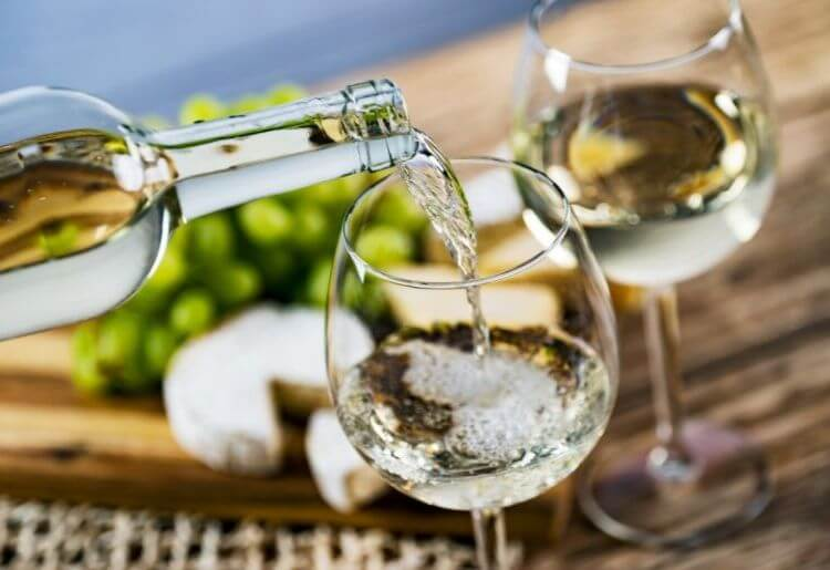 The Best Wine Clubs for White Wine Lovers