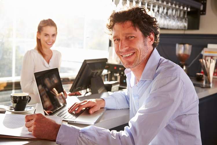 Man making a Wordpress website
