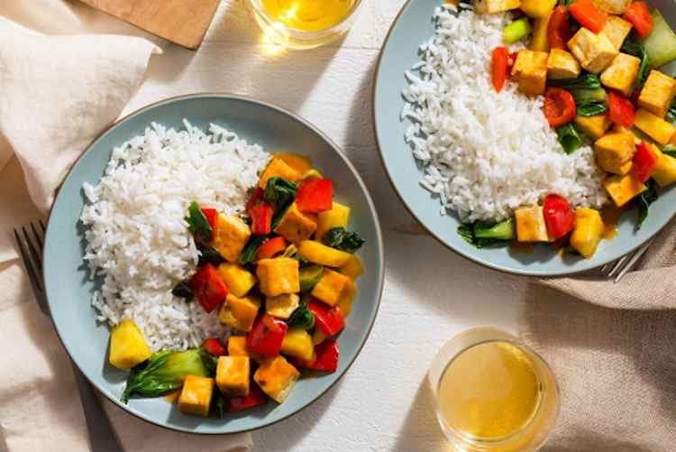 Summer Tofu Stir-Fry with Pineapple and Bell Pepper