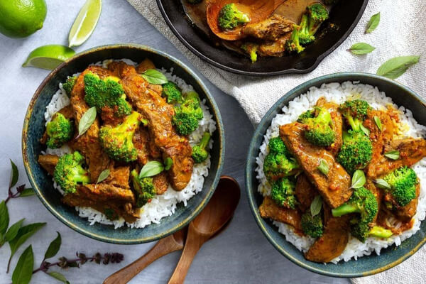Sun Basket's Spicy Thai-Style Beef with Broccoli and Basmati Rice